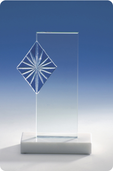 Trophée en verre : Plaque avec ornement décoratif
