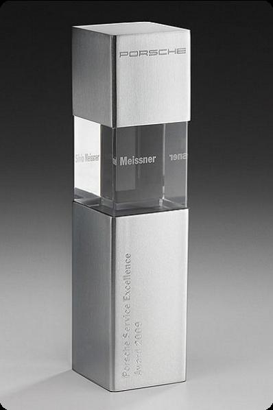 Trophée en verre :  Verre et métal