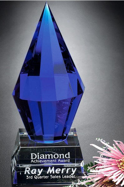 Pyramide bleue en verre