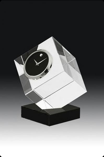 Trophée en verre : Cube en verre avec horloge