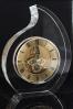 Statuette en verre épais une horloge